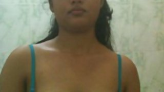 Indian college girl posing naked in shower