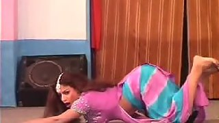 Sexy punjaban tawaif dancing and showing boobs on cam