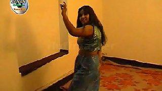 Mature tawaif dancing very nice