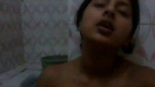 Indian babe masturbating
