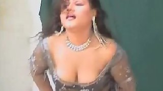 Sexy tawaif showing her boobs