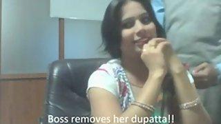 Bhabhi saving her job seducing her office boss in his cabin