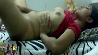 Indian gf masturbating in bed telecast on live cam